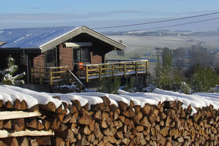 Traditional and very cosy chalet in the Ardens, large garden and panoramic view