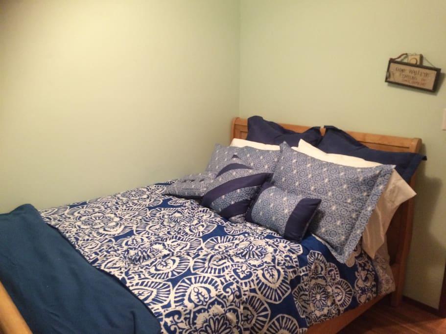 Bedroom 2. One queen bed.