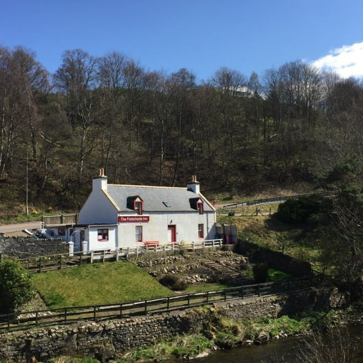 Quirky Riverside Cottage - dog friendly!