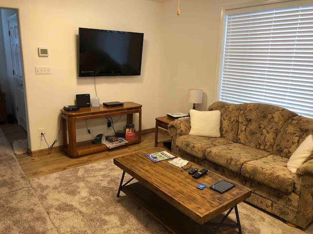 """42"""" flatscreen TV, Cable TV provided, Smart blue ray player & dedicated private WiFi in this cozy living room.  You can watch dvds, blue ray discs, or stream your Net Flix or Hulu...."""