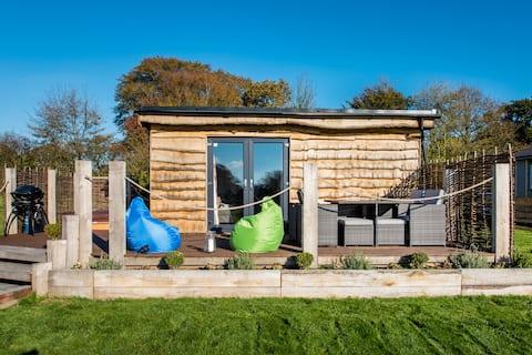 The Oak Escape with Hot Tub & Stunning Country Views