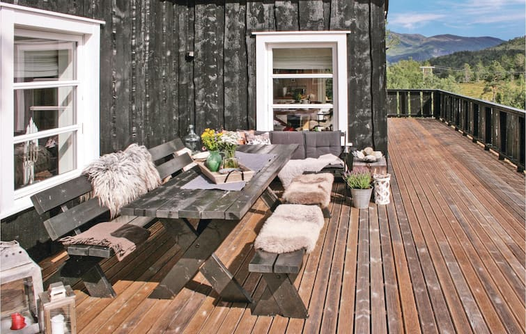 Holiday cottage with 5 bedrooms on 155m² in Stranda