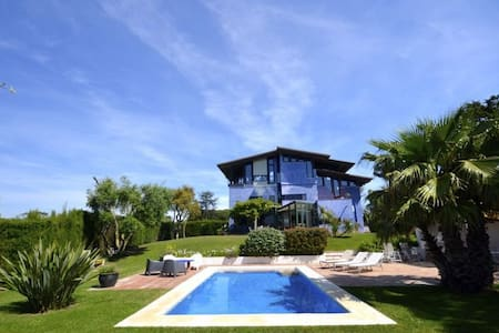 Fantastic detached house with panoramic views located in quiet residential area about 5 km - 贝格(Begur) - 独立屋