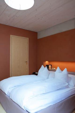 Zimmer Mariposa oberhalb des Murtensees
