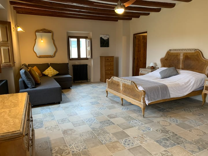 Casa Lascorz - 'Santa Barbara' suite/family room
