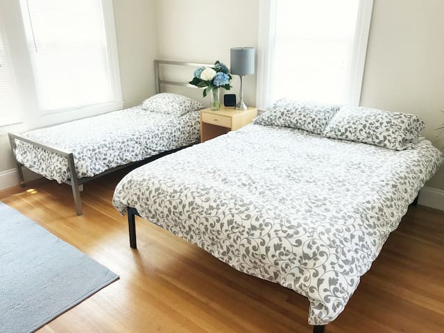 Private Bedroom and Bathroom Suite sleeps 3 in SF!