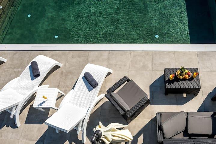 Villa Mare★3 BR★Private Pool★Sea View★Free Parking