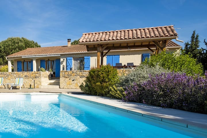 Luxury villa: with air conditioning heatable pool at the highest point of the village of Malviès