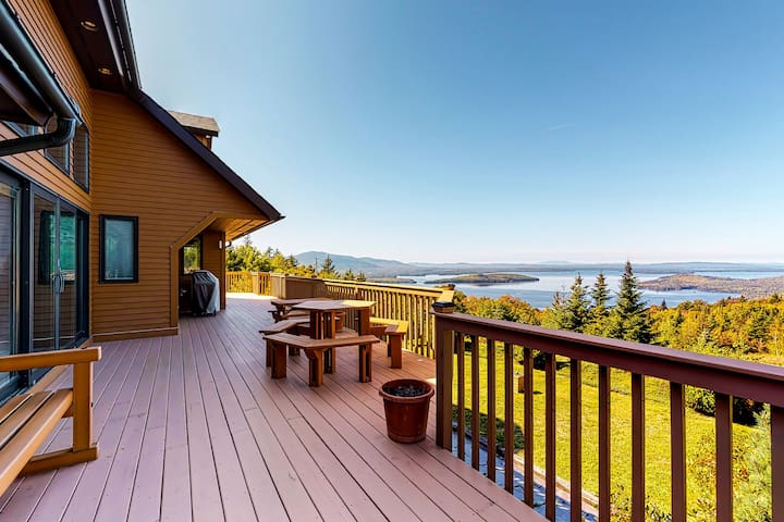 Mountaintop cabin w/ amazing views of Moosehead Lake, patio & 3 fireplaces!