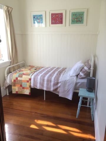Sunny and bright single bedroom - Masterton - Casa