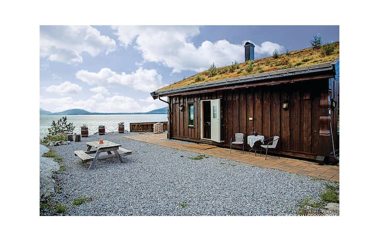 Holiday cottage with 2 bedrooms on 75m² in Ikornnes