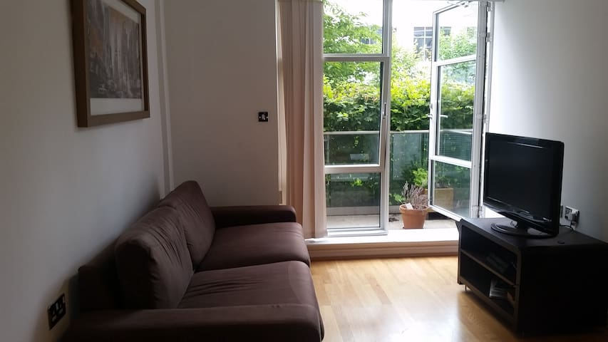 Cosy One Bedroom Studio Flat - Brentford