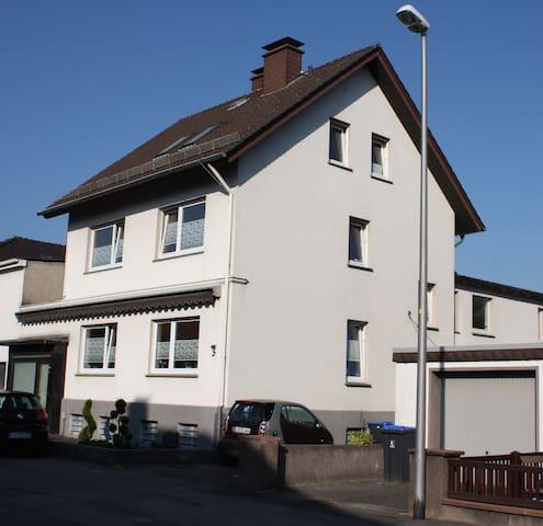 Schöne, ruhige Ferienwohnung in Detmold - Detmold - Apartamento