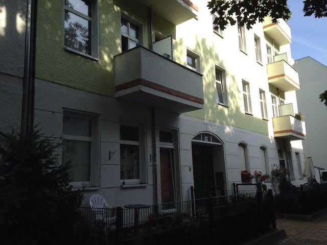 Grosszügige Altbauwohnung im Herzen von Adlershof - Berlin - Apartment