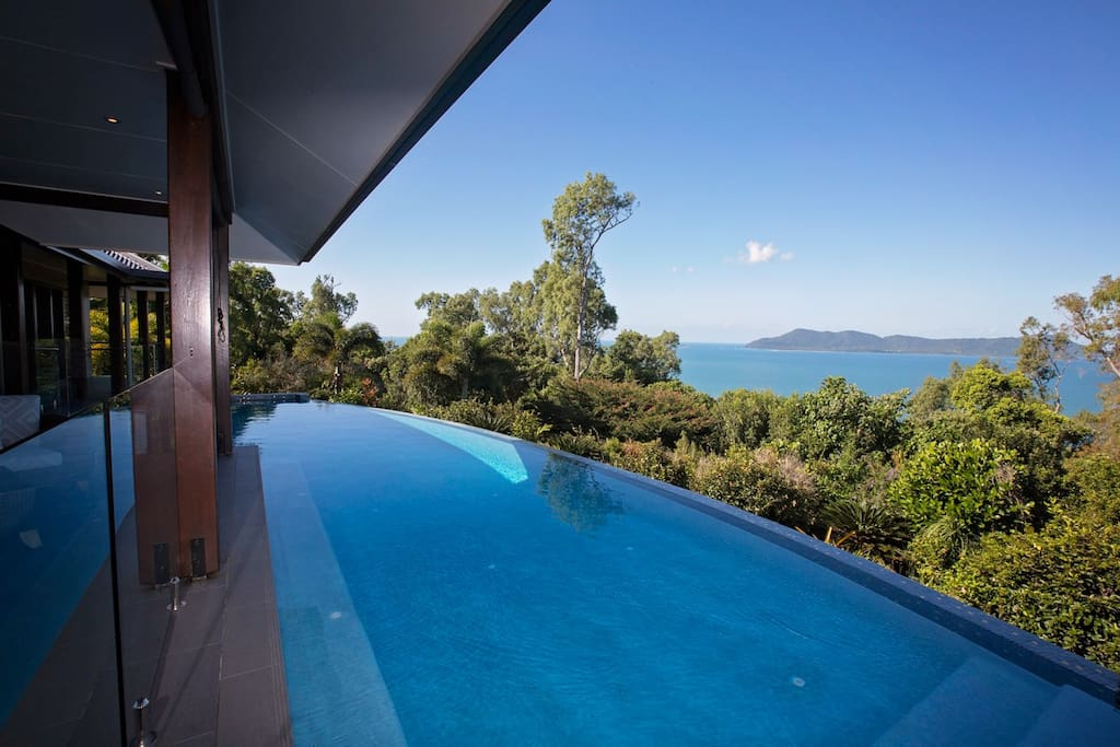 Horizon's on Mission - Pool views to Dunk Island