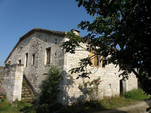 Chambre Est dans une maison du Quercy