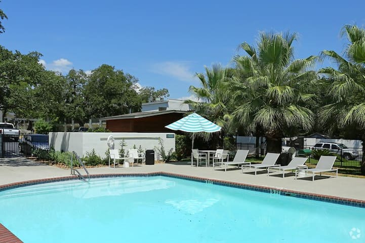 POOL OPEN | KING BED ON SOUTH 1st | HEART OF SOCO