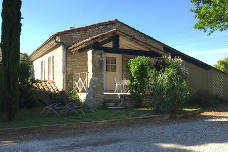 Gîte FANNY (4 pers.) avec piscine. Drôme
