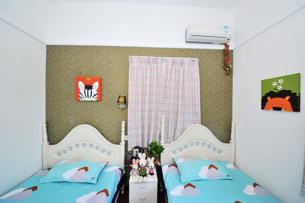 温馨舒适干净的双床房
