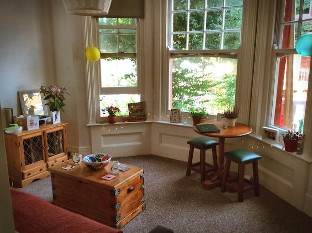 Spacious double bedroom near Brighton Station - Hove - Lägenhet