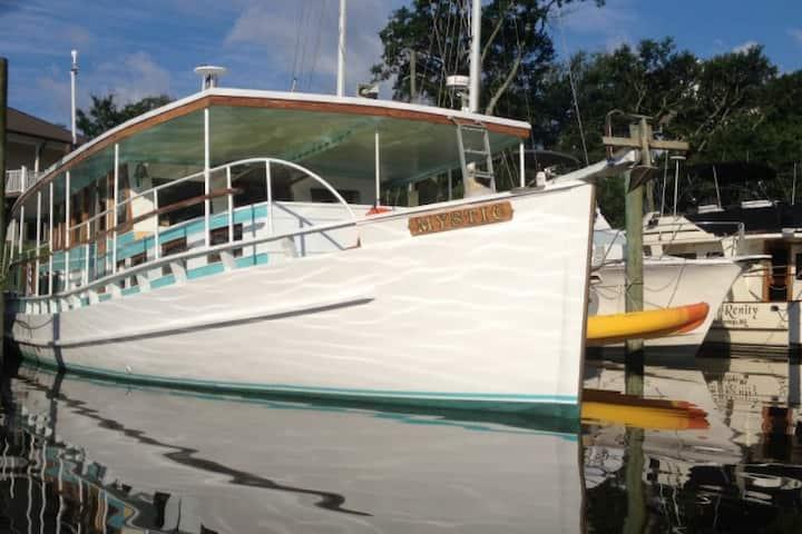 60 ft Classic Boat 'Mystic'