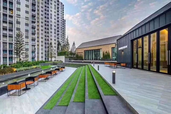 N.No.1 Biggest weekend market 火车夜市 WiFi -Roof pool