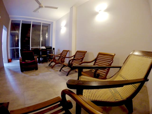 NEW- Seeya's Villa, Private,  6+ roof top,  views - Dehiwala-Mount Lavinia