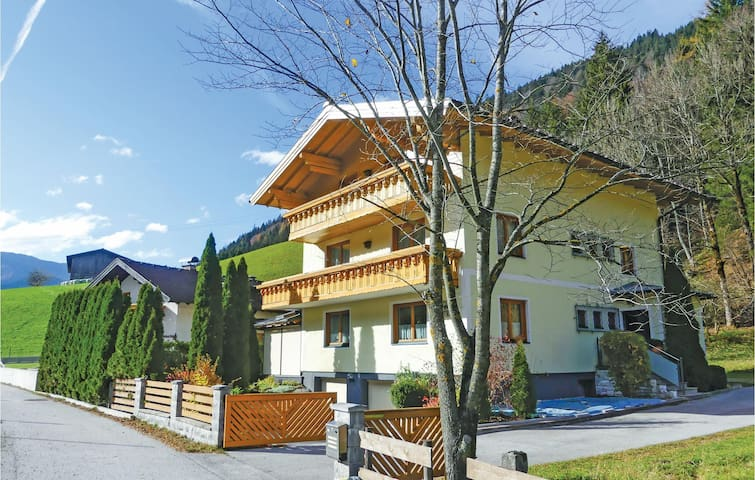 Holiday apartment with 2 bedrooms on 88m² in Annaberg/Lammertal