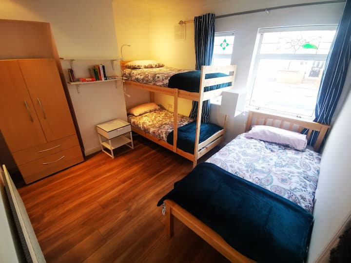 1 BED in shared TRIPLE room - House in D3 (BED 3)