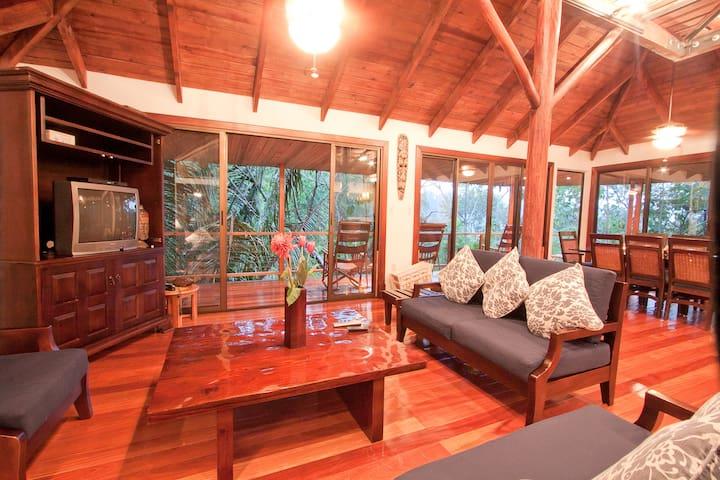 Bali Tree House: Manuel Antonio