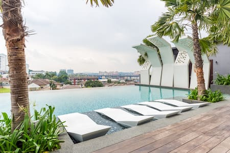 Homestay with Infinity Pool @ Kajang City Center - Kajang