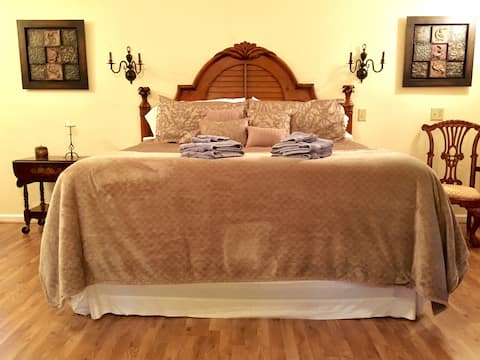 The Cottage At Hawks Bluff~ Romance Is In The Air~