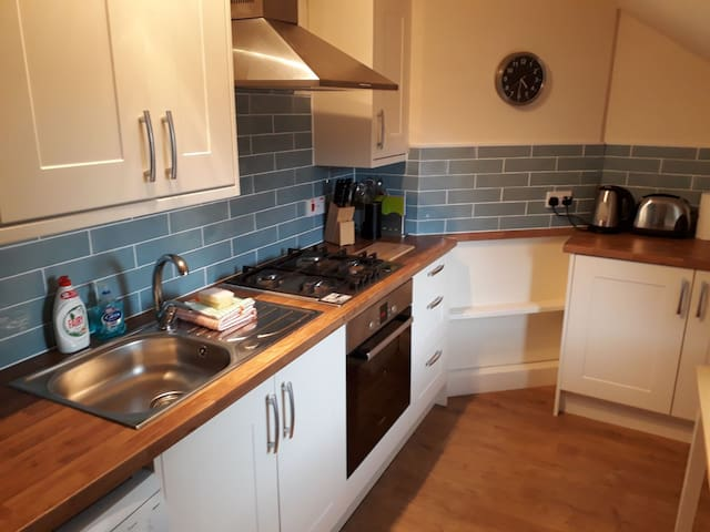 Newly fitted kitchen with oven, cooker, washing machine and kitchen table.  It comes equipped with toaster,  kettle and all cooking equipment you'd need.