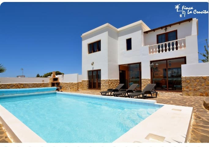"Luxurious and Spacious Holiday Home ""Villa María"" with Terrace, Pool, Sea View, Wi-Fi &TV; Parking Available"