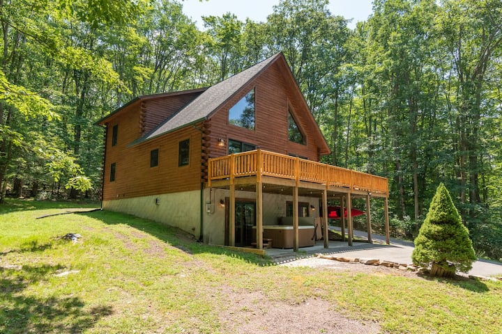 NEW! Lake Area Home w/Hot Tub, Fire Pit, & 2 Gas Fireplaces!