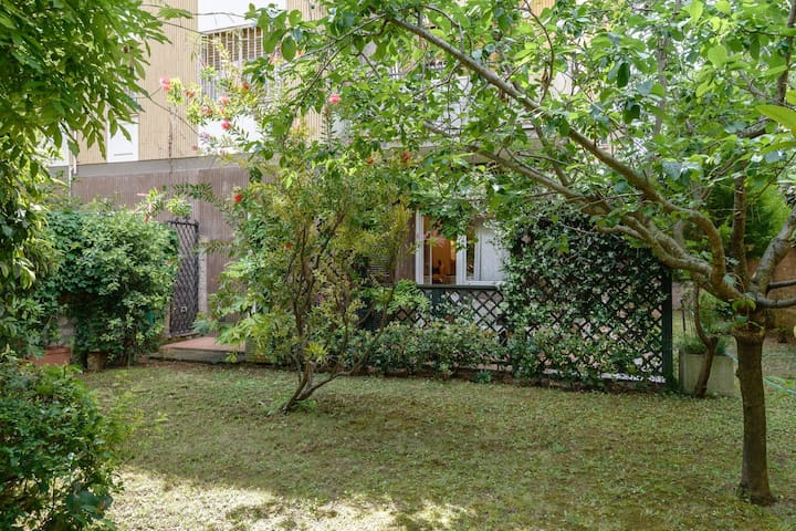 Garden home near Trastevere up to 14, with garage. - Roma - Apartment