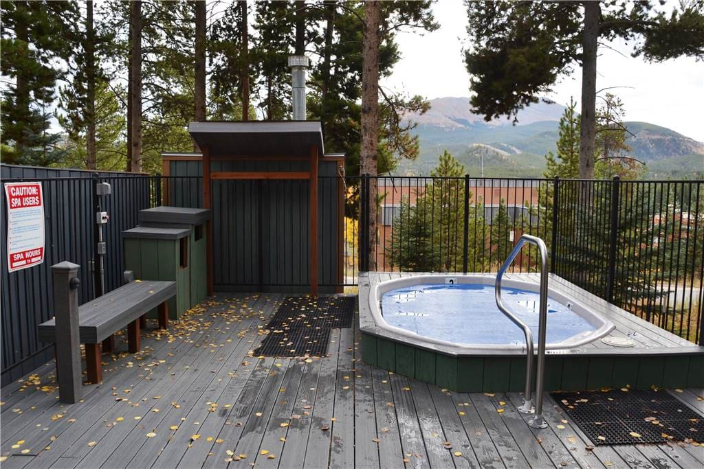 Jacuzzi,Tub,Pool,Water,Bench