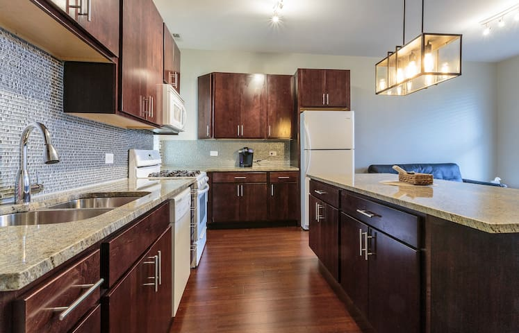 3br Luxury Avail Monthly Near Downtown Uc Apartments For Rent In Chicago Illinois United