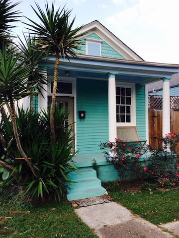 Attractive 1bed own porch & parking - New Orleans