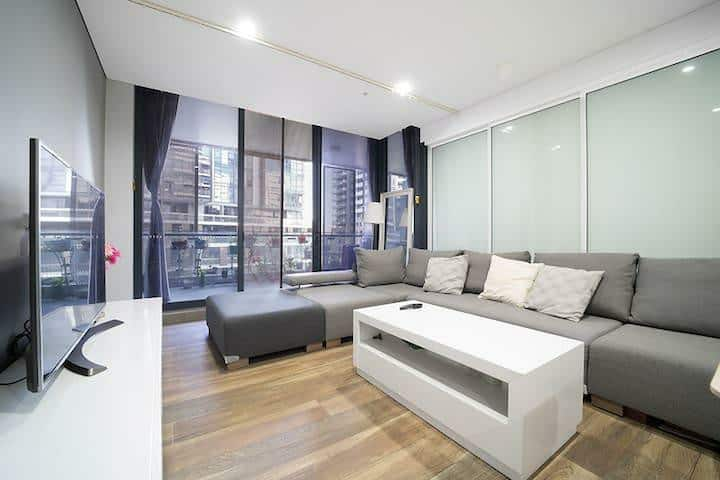 ★ Modern 1 Bedroom Mascot Apartment + Free park! ★