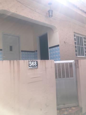 Alugo casa familiar no Centro de Angra,sem mobília