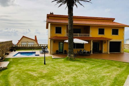 Casa con piscina ,barbacoa y garaje junto al mar