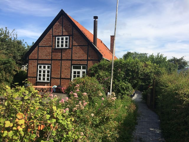Charming old timbered house in beautiful suburb