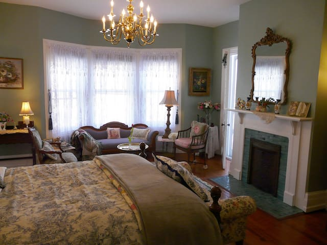 Birkenhead Chamber - Berkeley House Bed & Breakfast