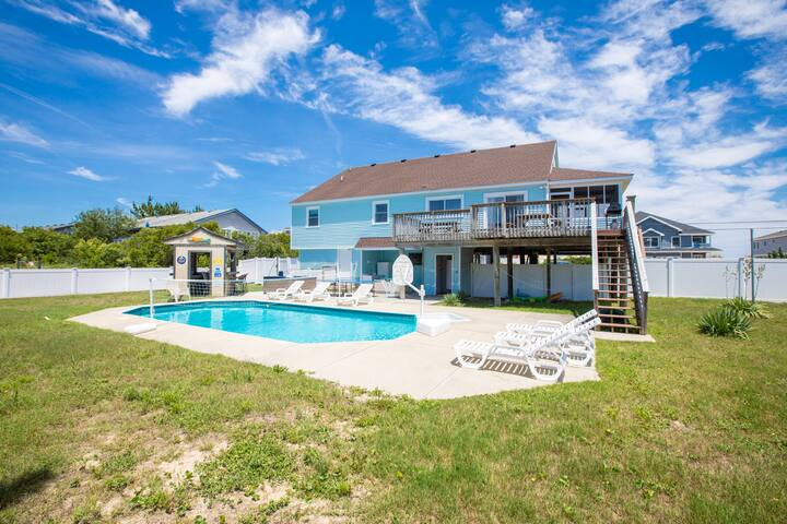 Seascape: Seascape Coastal themed semioceanfront beach home with pool and hot tub
