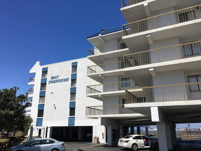 Sleeps 8, Bay Princess 311 on 81st St., 2Bed/2Bath condo with Bay Views, Pool, Parking for 2 cars w/some covered spaces, Central a/c, Washer & Dryer