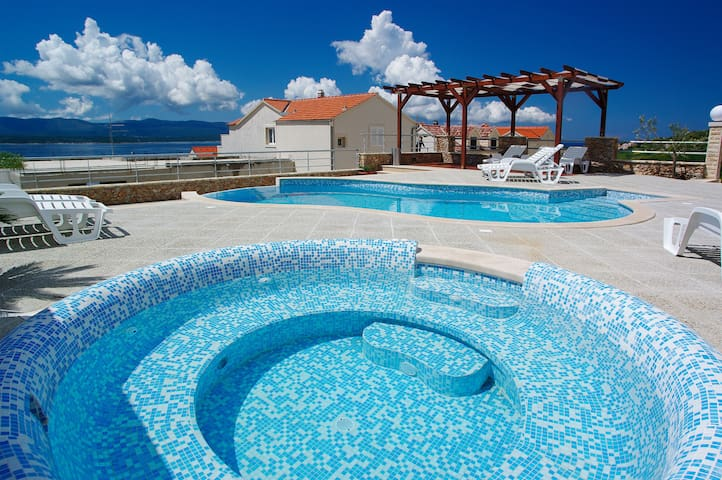 One bedroom ap in Villa Lara with shared pool, Bol