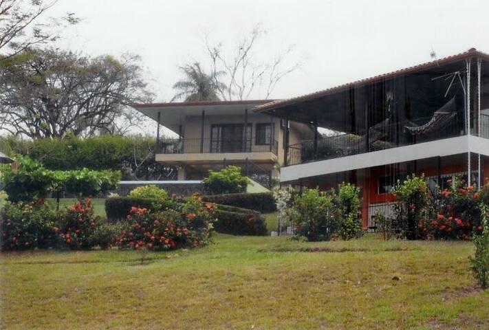 Cute House / pool and Nicoya golf view