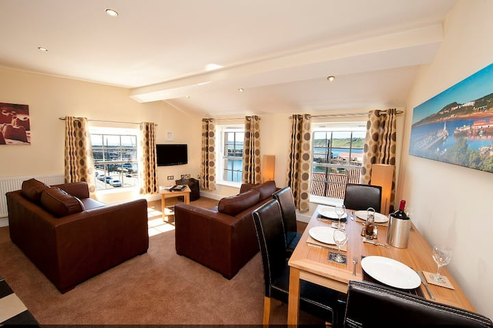 Harbourside Apartments - 1 Bedroom + Beach Hut