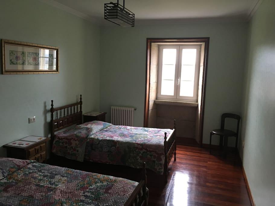 el dormitorio de 2 camas